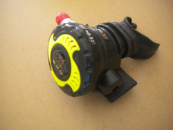 """Piranha Explorer NON-Adjustable Octo """"WMD"""" Extreme Diving 2nd Stage  """"Black Ring / Yellow Inside""""  - Product Image"""
