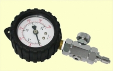 Middle Pressure Gauge DELUXE Style w/Rubber Boot  ONLY 2 Left! - Product Image
